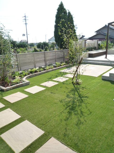 芝生とと花壇