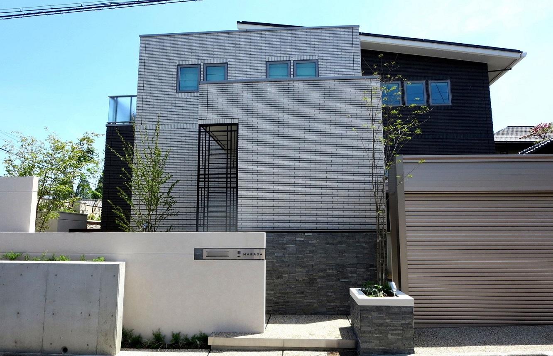 外構と建物の正面写真